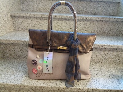 BORSA IN OFFERTA JUST ONE